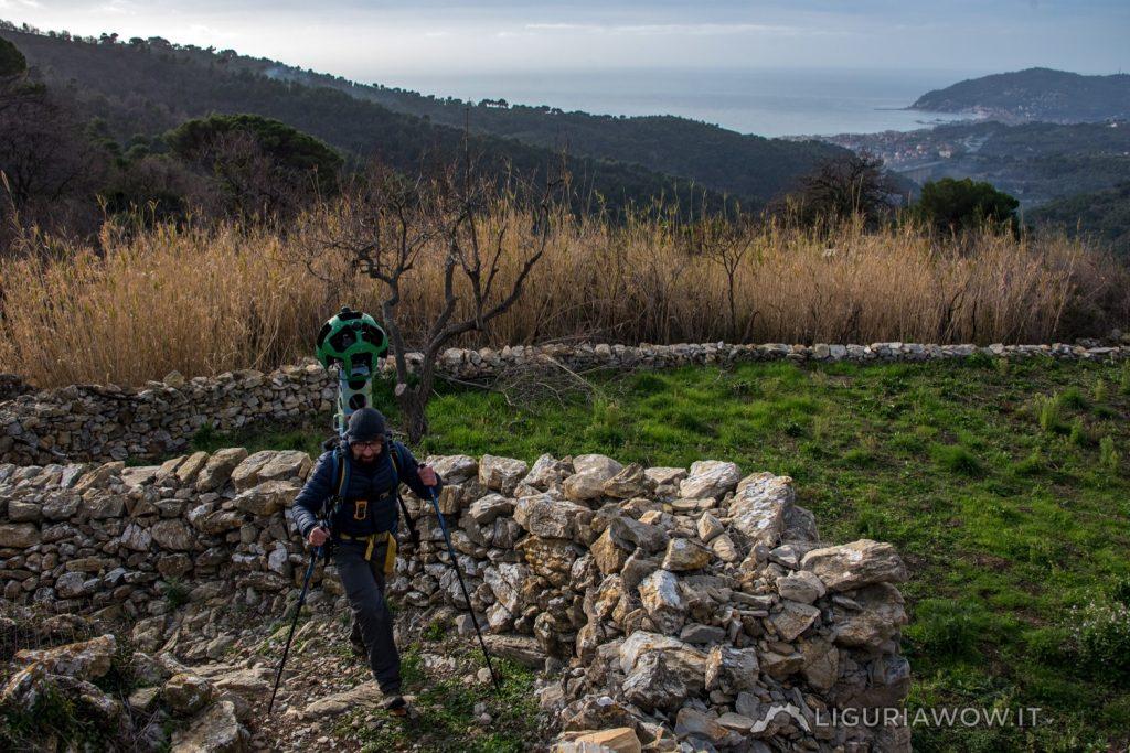 Matteo Zinzeri tra le mulattiere verso passo Chiappa