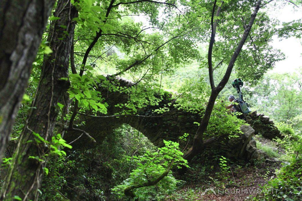 Corrado Agnese sul ponte dalla Lonega