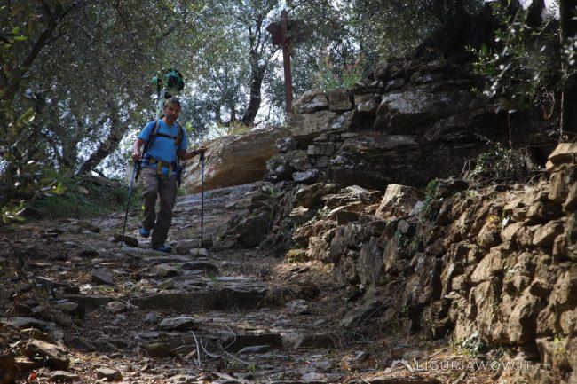 Luca Patelli sul sentiero tra Lucinasco e San Lazzaro Reale