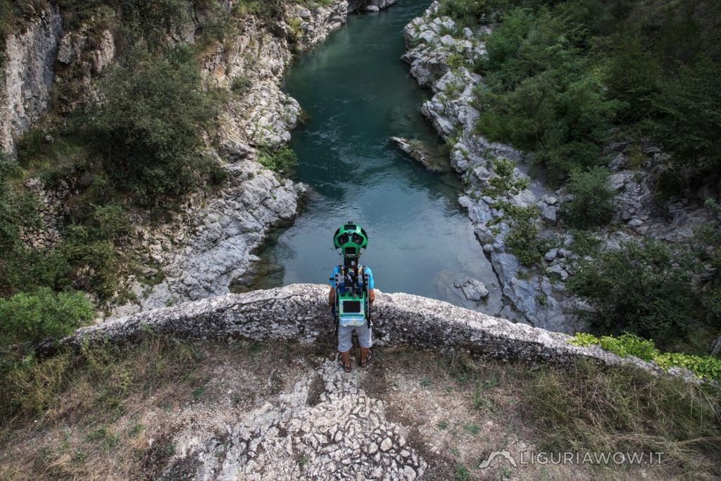 Claudio Cecchi sul ponte Collabassa ad Airole